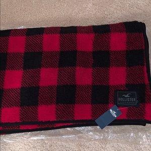 Hollister Check Plaid Sherpa Blanket NWT 🔥